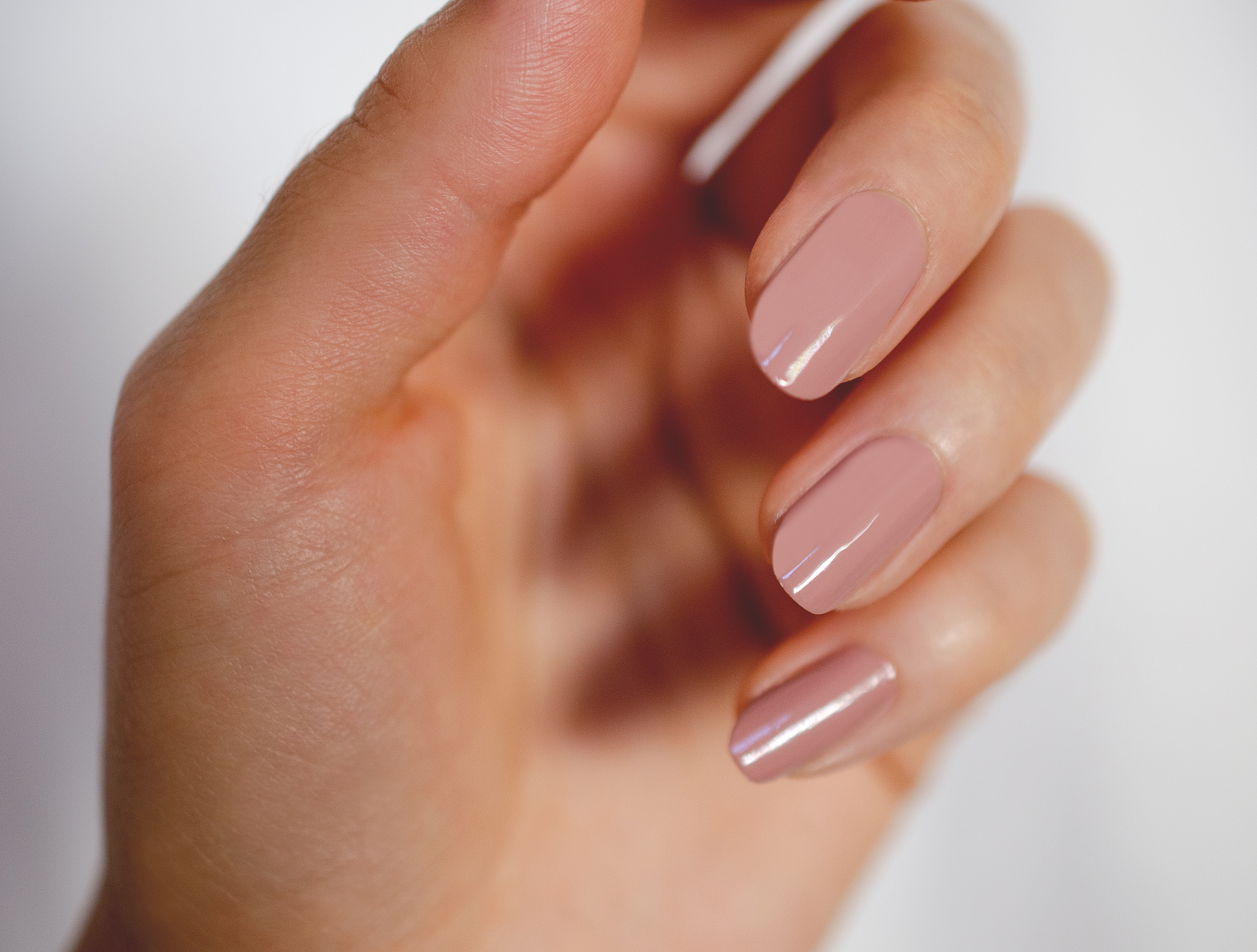 round nail shape with dusty pink nail polish by sienna